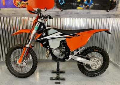 Full sized adult dirt bike